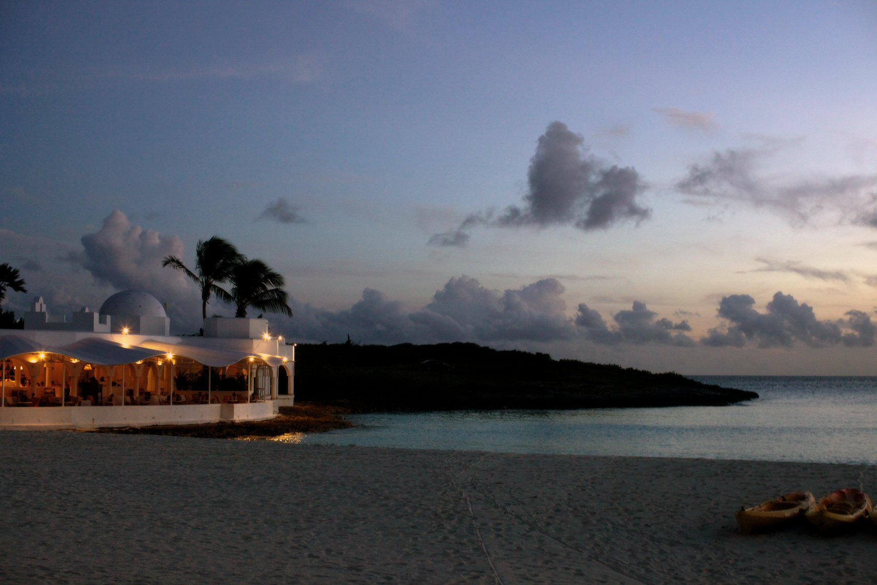 40-anguilla_night